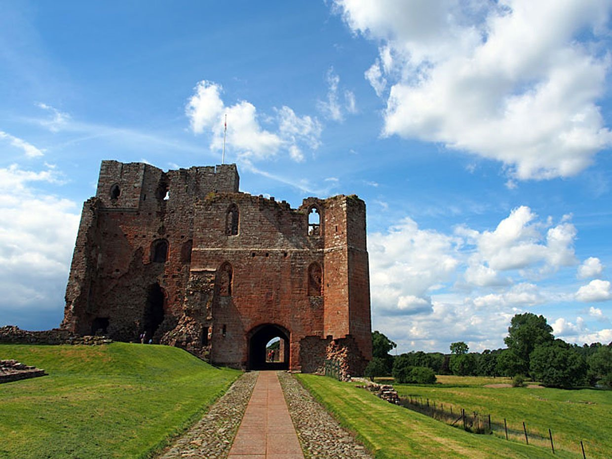 Brougham Castle: the picturesque ruin