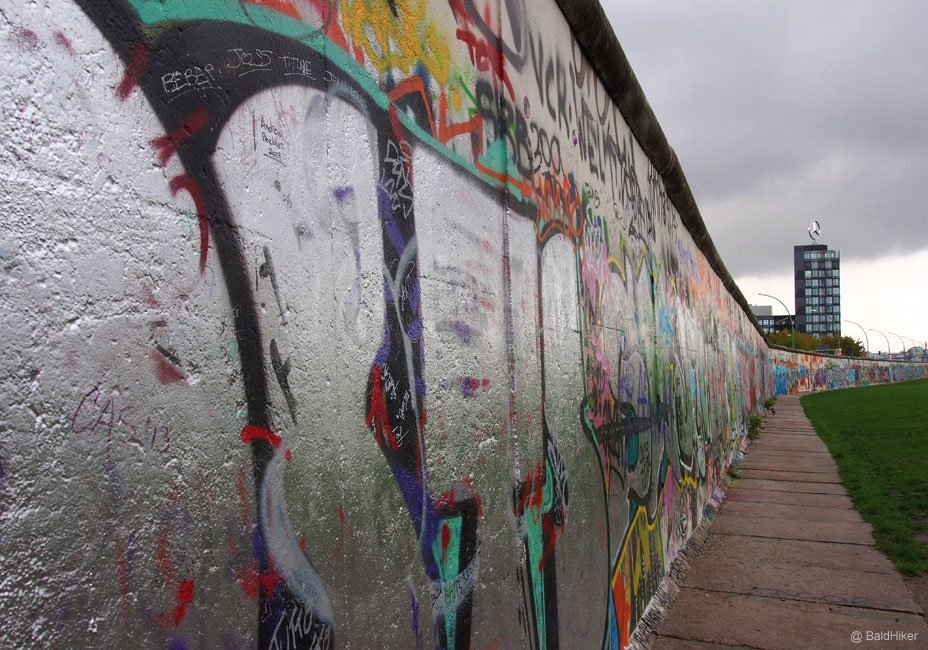 A walk along the East Side Gallery - Berlin