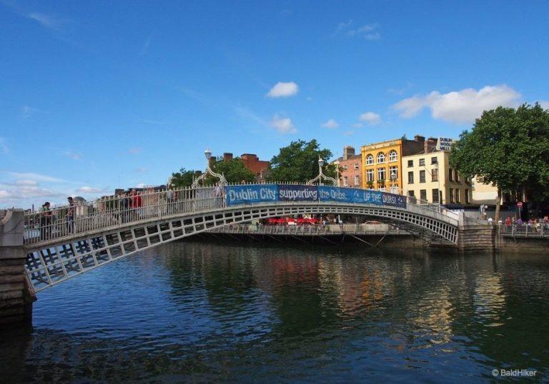 Dublin: Ha'penny Bridge over The Liffey
