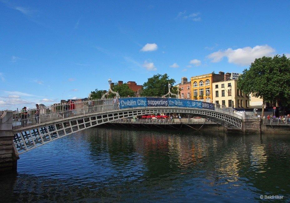 Dublin: Ha'penny Bridge over The Liffey 1
