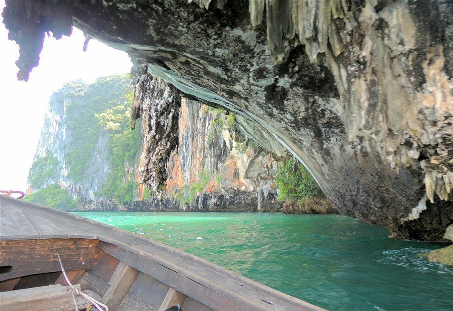 Pic-6-Sarah-Rees-Hong-Island-Stalactite-lagoon The Secret Lagoon of Hong Island