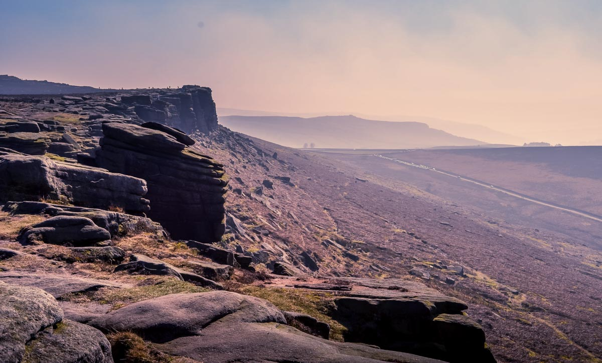 Rocky-edge Stanage Edge and Robin Hoods Cave – A Stroll in the Peak District