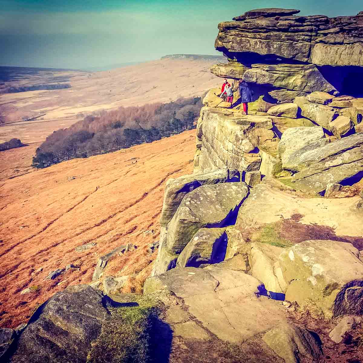 Rugged-rocks Stanage Edge and Robin Hoods Cave – A Stroll in the Peak District