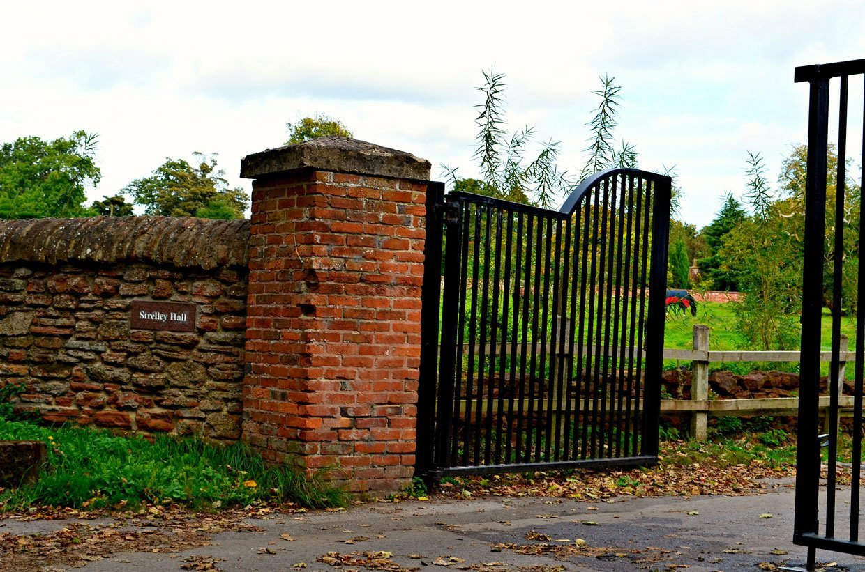 Srelley-Hall-Gates1 Strelley Village and Hall, a Nottinghamshire Gem