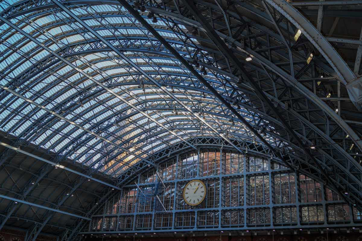 St-Panc-ceiling St Pancras International - Gateway to European Adventure