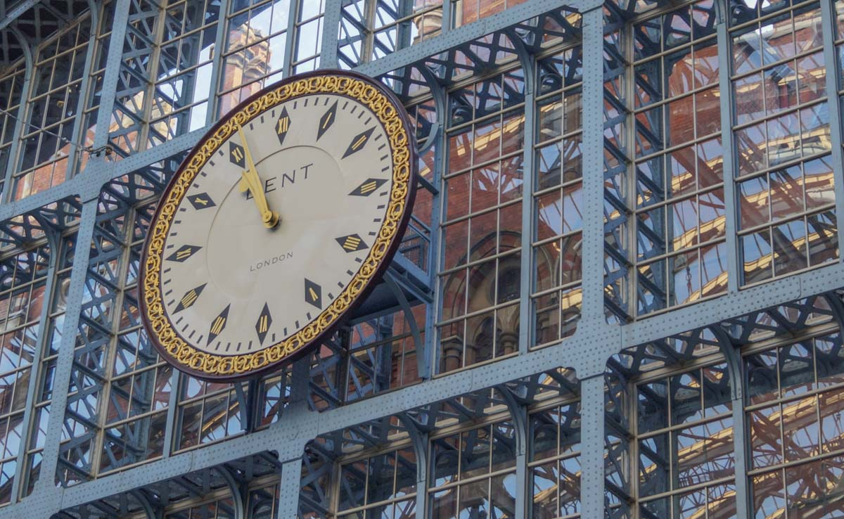 St-Panc-clock St Pancras International - Gateway to European Adventure