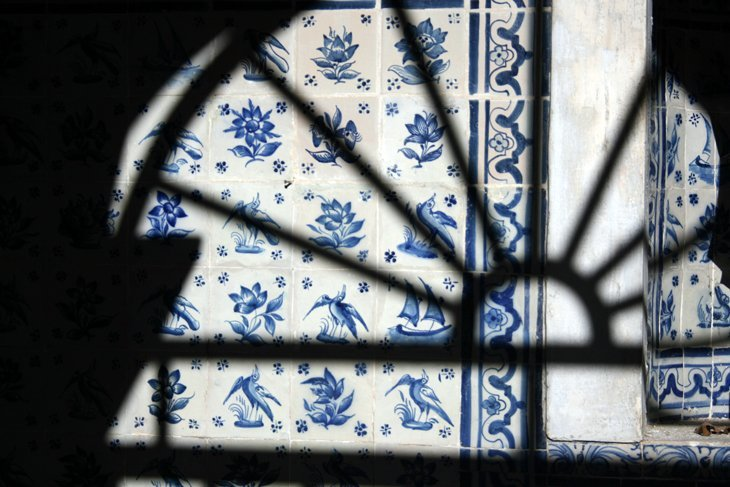 Tilework-at-Penha-Longha Portugal: Sintra – A Fairy Tale Escape