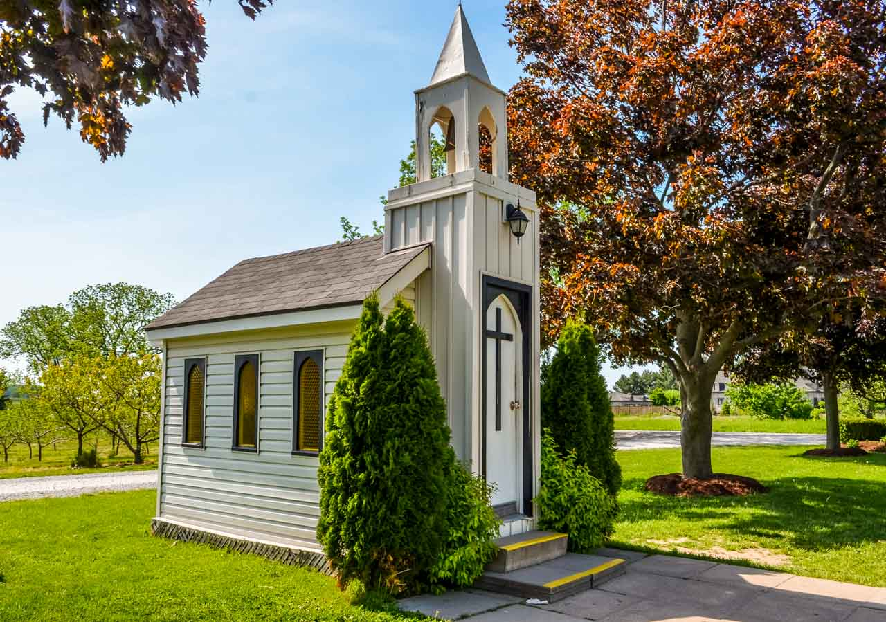 Worlds-smallest-chapel_ Niagara-On-The-Lake – Photos and More