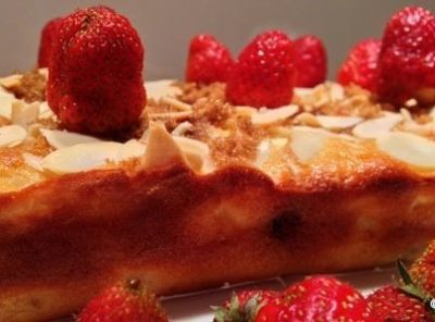 Yoghurt and Apple Vanilla Cake