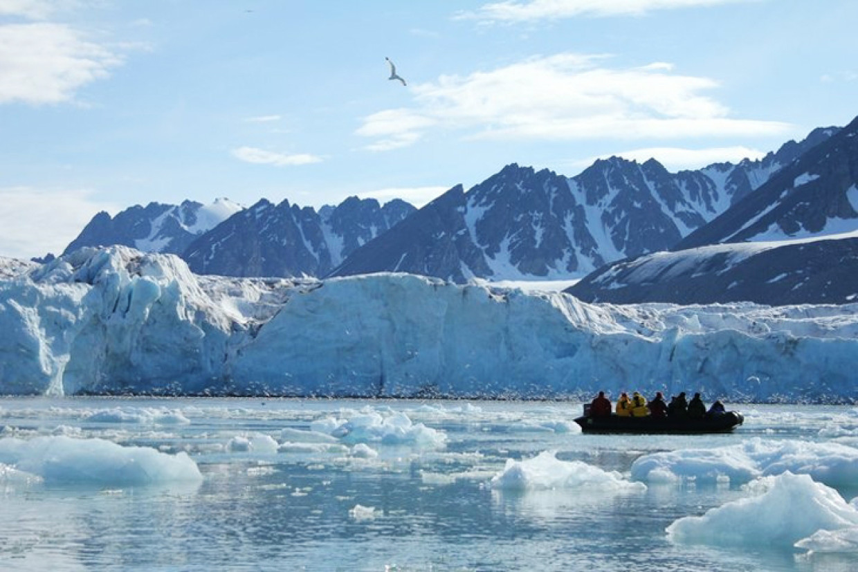 Cutting Through The Arctic – Snapping The Spectacle