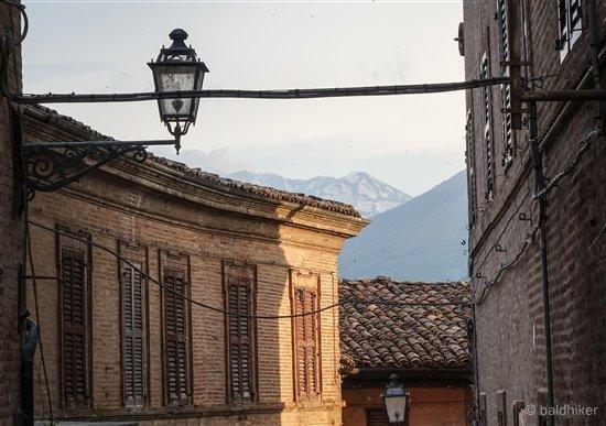 amandola-12-Le-Marche Amandola – Gateway to the Sibillini Mountains