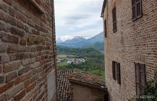 amandola-15-Le-Marche Amandola – Gateway to the Sibillini Mountains