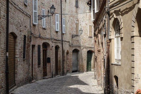 amandola-7-Le-Marche Amandola – Gateway to the Sibillini Mountains