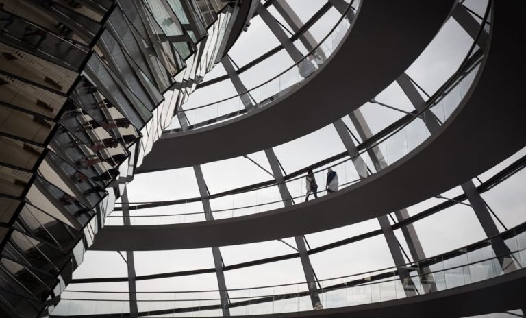 Berlin Minimal – The Reichstag and Bundestag Buildings