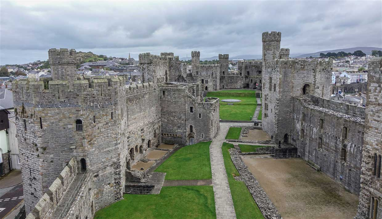 castle-2-caernarfon Caernarfon Castle - The Mighty Medieval Fortress