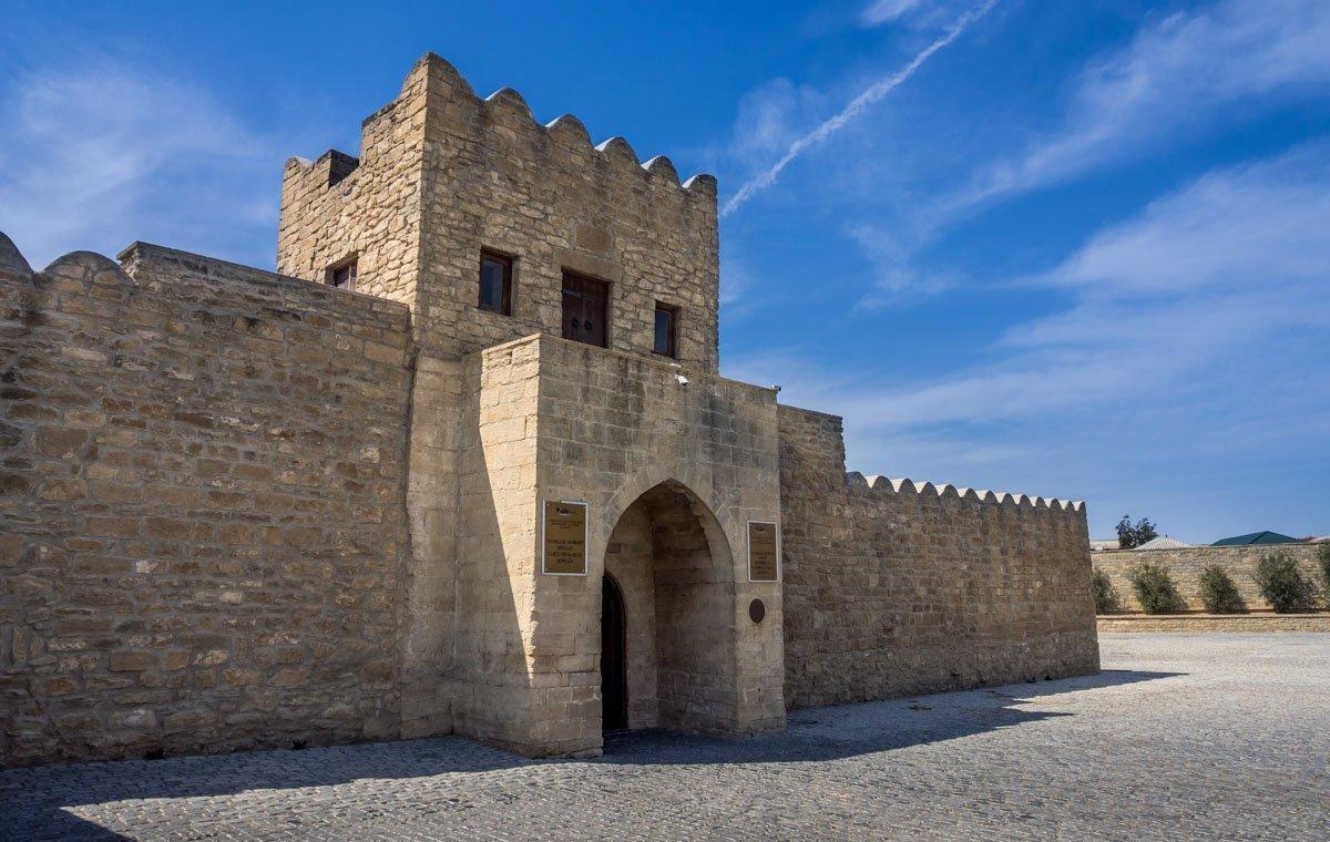 fire-temple-azerbaijan-1 Ateshgah - The Fire Temple of Baku