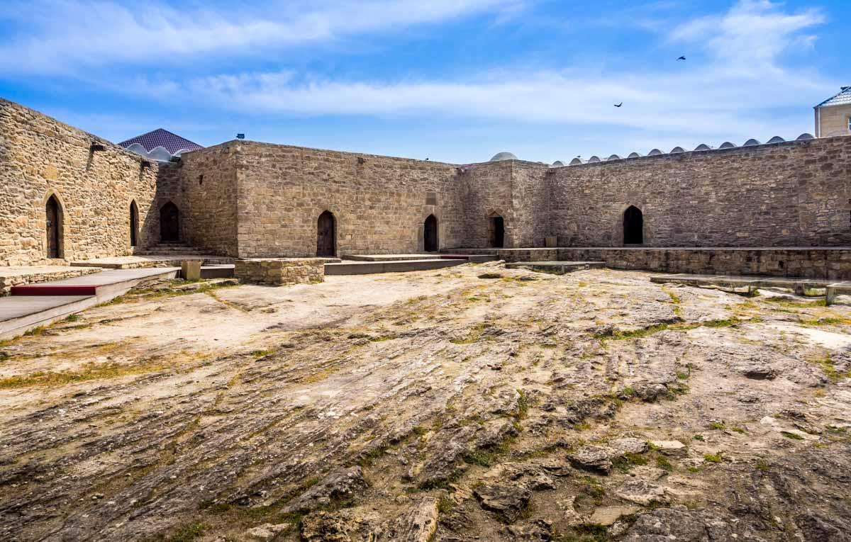 fire-temple-azerbaijan-10 Ateshgah - The Fire Temple of Baku