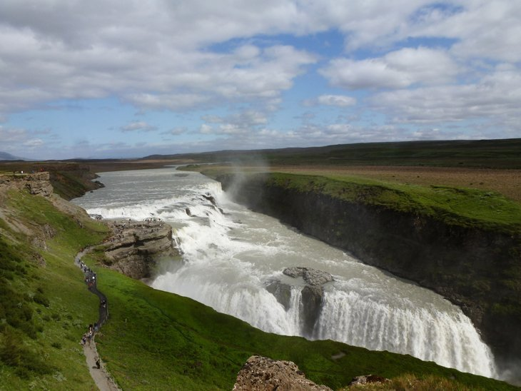 Iceland – Waterfalls, Water Spouts and Views from a Rift