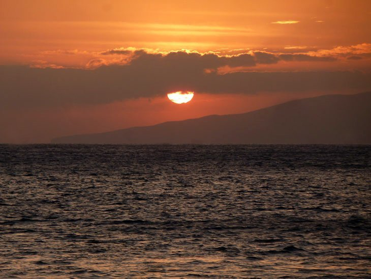 Maui – A Sunset Sail on The Pacific and Kiteboarding Adventures