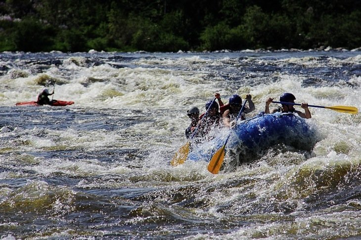 white water rafting canada