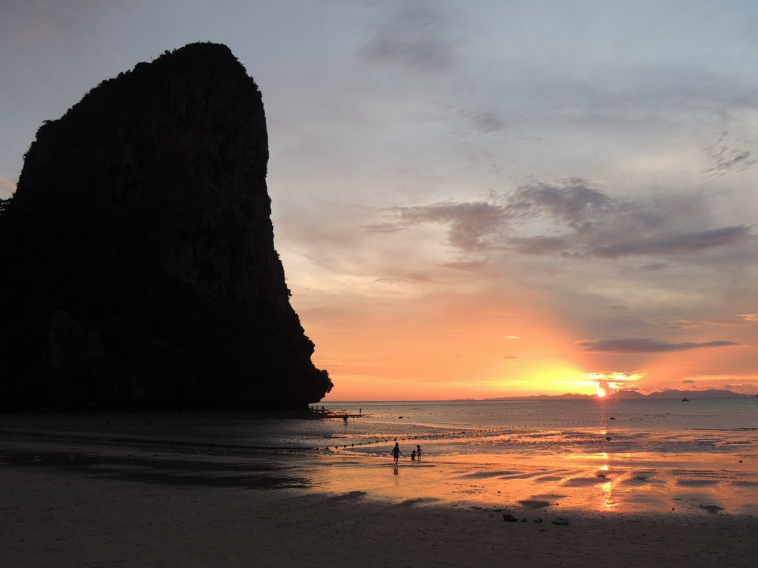 railay-sunset-5 Watching Sunset on Railay Beach, Thailand