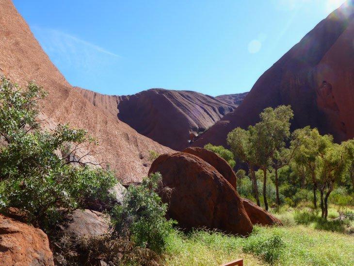 uluru01-035 Uluru, Australia – A Landmark of Culture and Awe