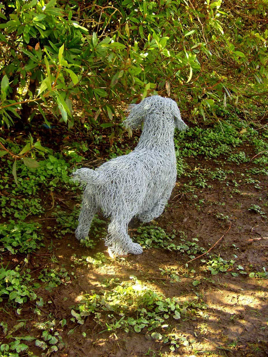 working cocker 023 wire sculptures Sculptures of the natural world: made from reused wire